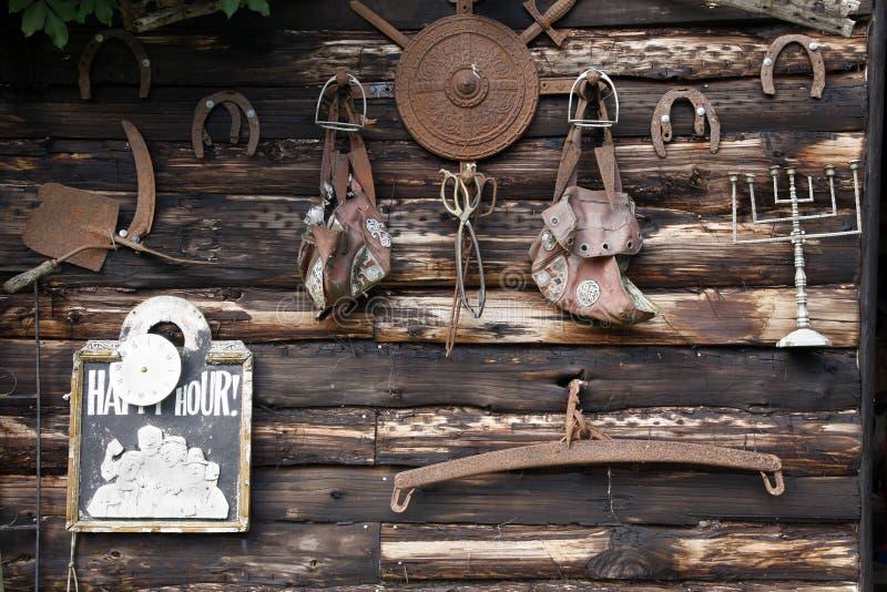 Rostige Werkzeuge und Eisenwaren stockbilder