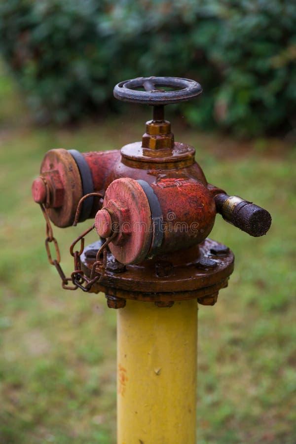 Rostiger Feuer-Hydrant stockfoto
