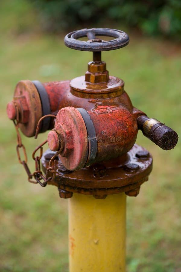 Rostiger Feuer-Hydrant stockbild