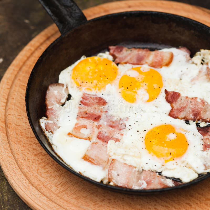 Rostiges Frühstück lizenzfreie stockfotos