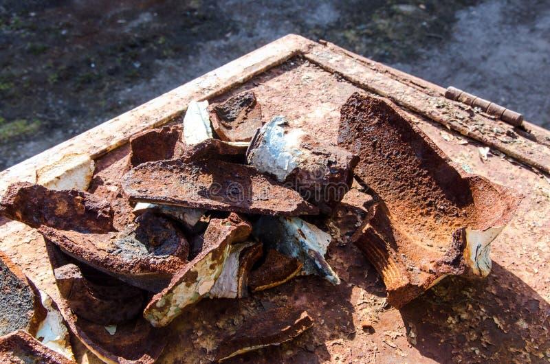 Rostiges gebrochenes Eisen lizenzfreies stockbild