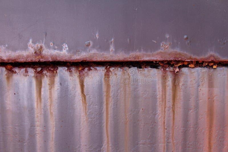 Rostiges Gelenk auf einer schmutzigen Metalloberfläche Verbrauch f?r alles stockfotografie