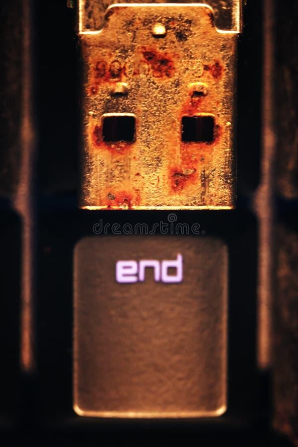 Rostiges USB-Blitz-Antriebs-Verbindungsstück lizenzfreie stockbilder