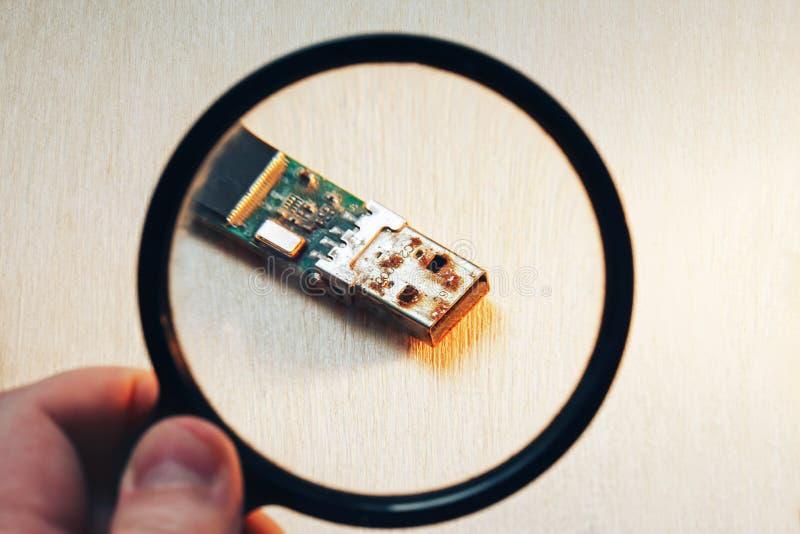 Rostiges USB-Blitz-Antriebs-Verbindungsstück stockbild