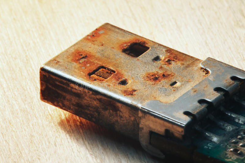 Rostiges USB-Blitz-Antriebs-Verbindungsstück lizenzfreies stockbild