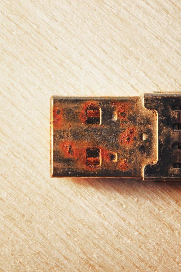 Rostiges USB-Blitz-Antriebs-Verbindungsstück stockfotos
