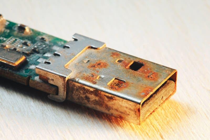 Rostiges USB-Blitz-Antriebs-Verbindungsstück stockfoto