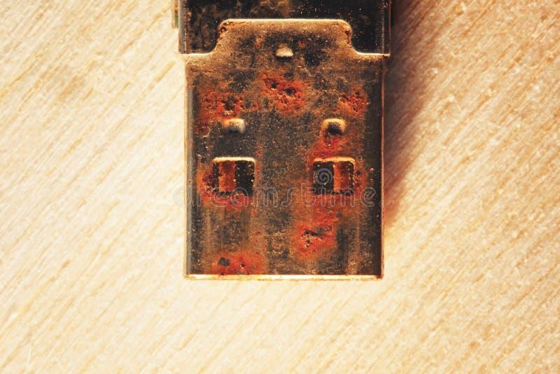 Rostiges USB-Blitz-Antriebs-Verbindungsstück lizenzfreie stockfotografie