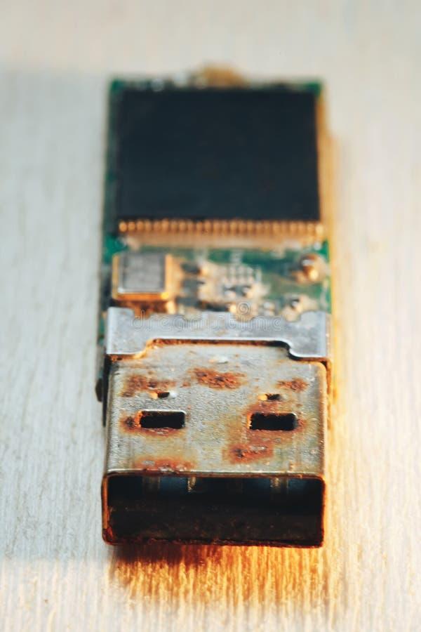 Rostiges USB-Blitz-Antriebs-Verbindungsstück lizenzfreies stockfoto