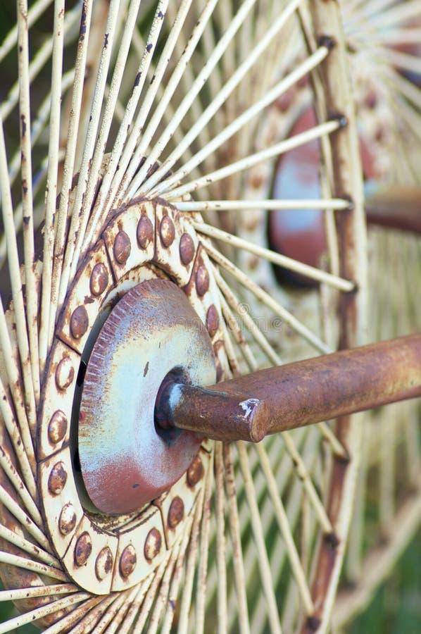 rostigt hjul royaltyfri foto