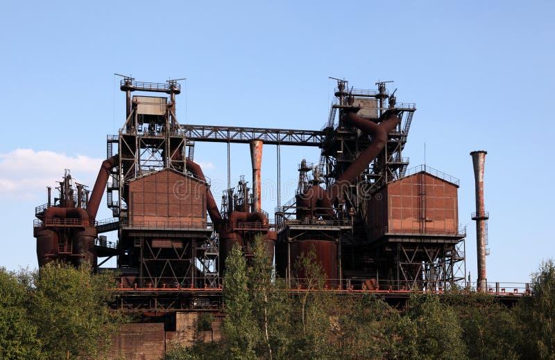 Rostigt industriellt fördärvar arkivbild