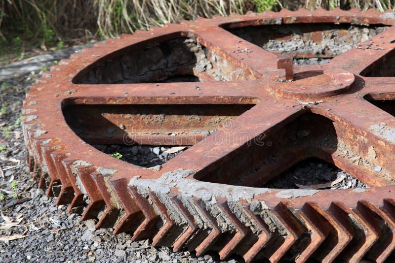 Rostigt metallkugghjul royaltyfria foton
