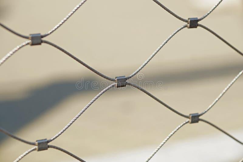 Rostigt staket för ståltrådingrepp, mjuk fokus arkivbild