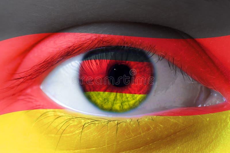 Rosto humano pintado com a bandeira de Alemanha fotos de stock royalty free