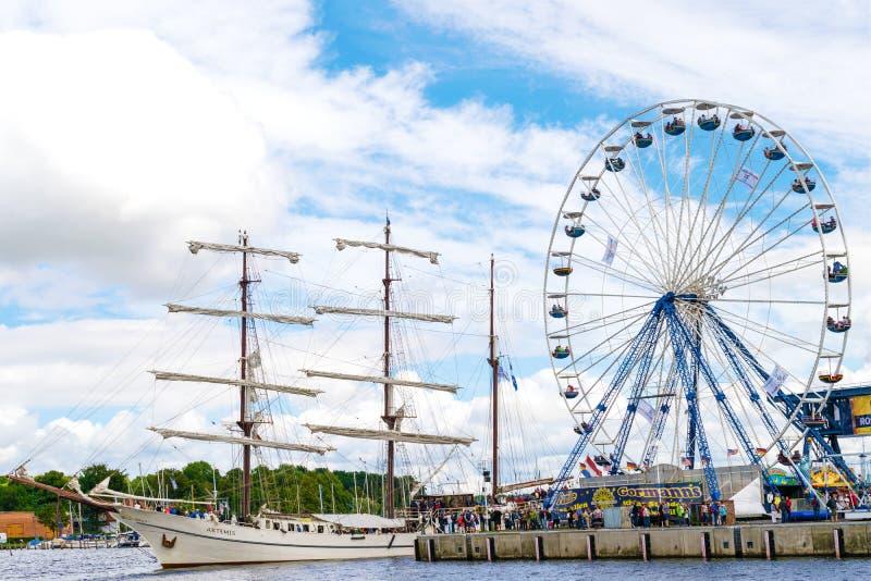 Rostock, Deutschland - August 2016: Hansesail in Warnemuende und im Hafen lizenzfreie stockfotos