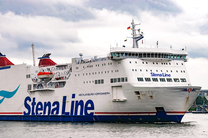 Rostock, Deutschland - August 2016: Stena-Linie Fähre im Hafen von Warnemuende stockfotografie