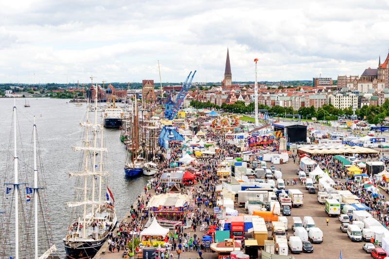 Rostock, Duitsland - Augustus 2016: Hansezeil markt stock fotografie