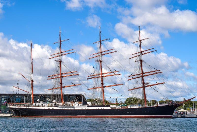 ROSTOCK, DUITSLAND - AUGUSTUS 2016: Vier-hoofd varend schip Sedov stock afbeelding