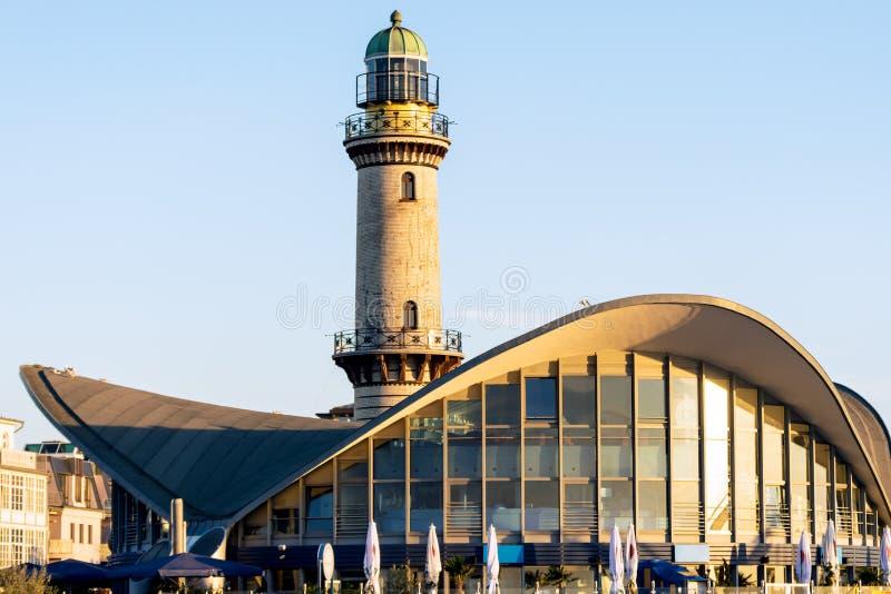 Rostock, Duitsland - Augustus 22, 2016: Vuurtoren van Warnemuende royalty-vrije stock foto's