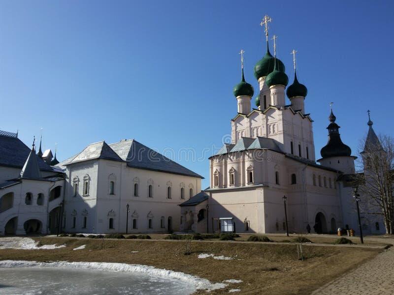 Rostov den stora Kreml i vintern, guld- cirkel, Yaroslavl region, Ryssland royaltyfri bild