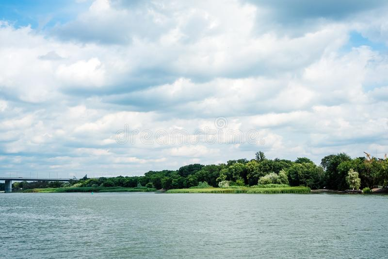 Rostov-on-Don, Ρωσία - Ιούλιος 2019: Θέα από το ανάχωμα στον ποταμό Ντον στοκ φωτογραφία με δικαίωμα ελεύθερης χρήσης