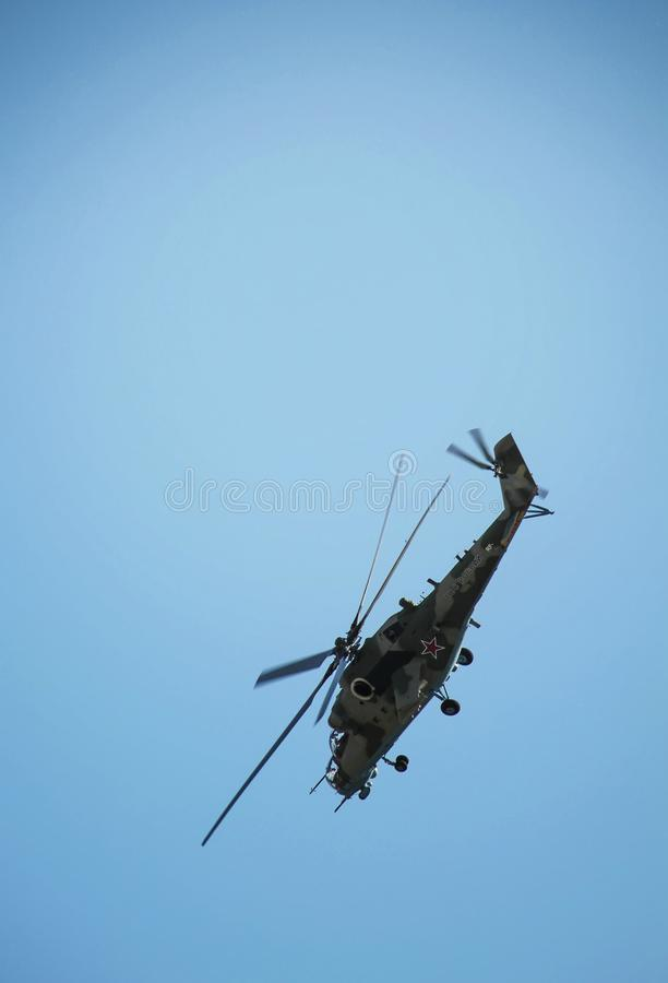 Rostov-On-Don, Rússia - 1º de julho de 2014: Helicóptero de combate do russo imagens de stock