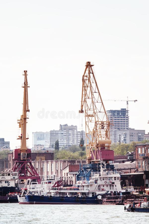 Rostov-On-Don, Rússia - 29 de abril de 2016: Porto fluvial internacional imagens de stock