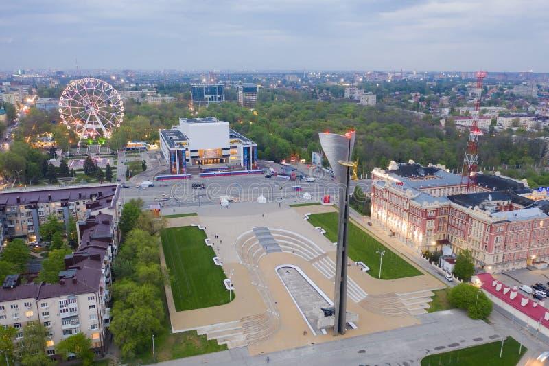 ROSTOV-ON-DON, RUSSIA - MAGGIO 2019: vista del quadrato a Rostov-On-Don, vista aerea del teatro immagini stock libere da diritti