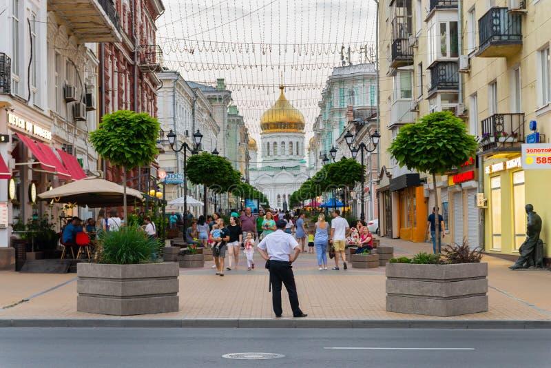 Rostov-On-Don, Russie - 25 juin 2018 : Ruelle de Sobornyi ou cathédrale de ruelle, rue piétonnière au temps de soirée images libres de droits