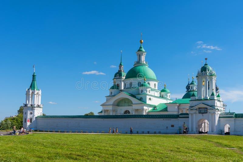 Rostov el grande Vista panorámica del monasterio de Spaso-Yakovlevsky en un día soleado del verano Anillo de oro de Rusia foto de archivo libre de regalías