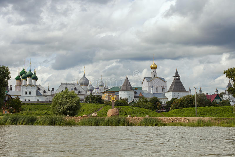 Rostov het Kremlin op het meer Nero stock afbeelding