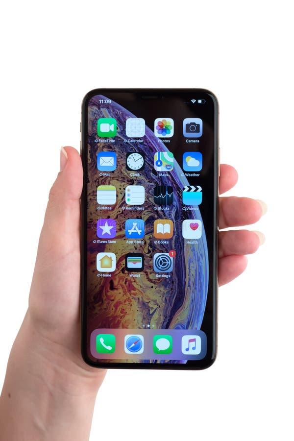 Rostov-op-trek, Rusland - November 2018 aan Apple-iPhone XS Maximum 6 5-iRostov-op-trek aan, Rusland - November 2018 Apple-iPhone royalty-vrije stock foto's