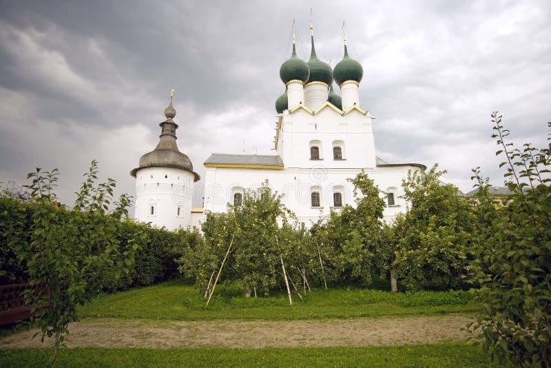 Rostov Veliky Kremlin kościół St Gregory teologa metropolita ogród zdjęcie royalty free