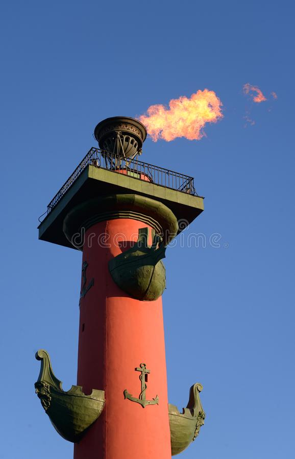 Rostral kolonn med en brännhet fackla arkivfoton