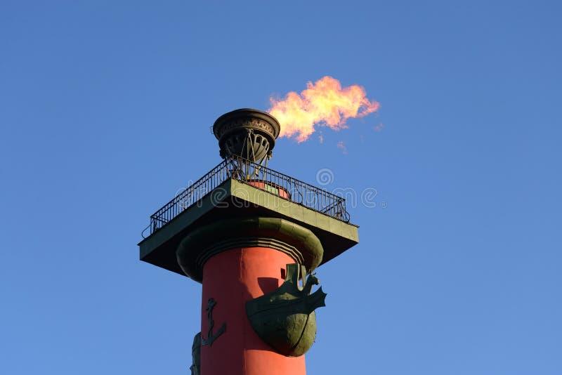 Rostral kolonn med en brännhet fackla fotografering för bildbyråer