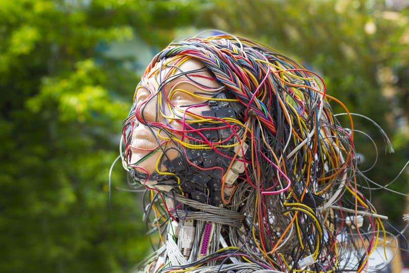 Rostro humano con los detalles del ordenador foto de archivo libre de regalías