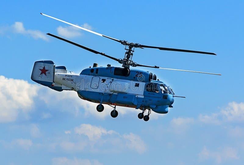 Rostv-på-universitetslärare Ryssland - September 3, 2017: Landning för Kamov Ka-37 räddningsaktionhelikopter efter demonstrationf arkivbilder