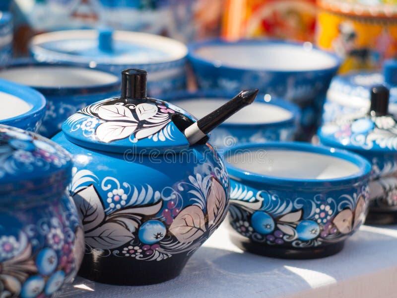 Rosyjscy drewniani naczynia Malujący w khokhloma stylu zdjęcie royalty free