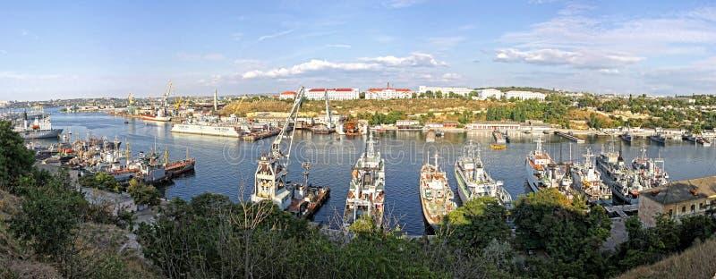 Rosyjscy marynarka wojenna okręty wojenni przy zatoką Sevastopol, Crimea, Ukraina zdjęcie stock