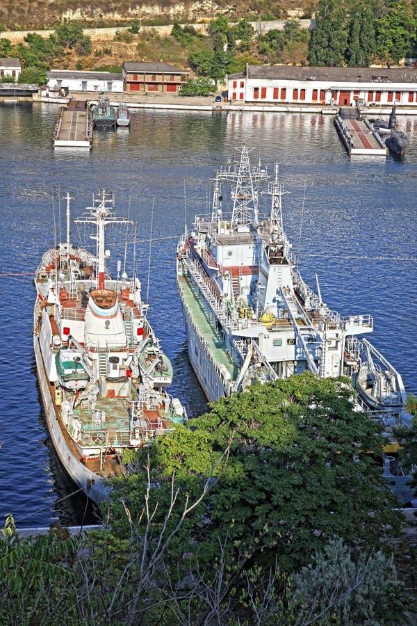 Rosyjscy marynarka wojenna okręty wojenni przy zatoką Sevastopol, Crimea, Ukraina obrazy stock