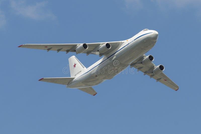 Rosyjska siły powietrzne An-124 Ruslan komarnica nad placem czerwonym obraz royalty free