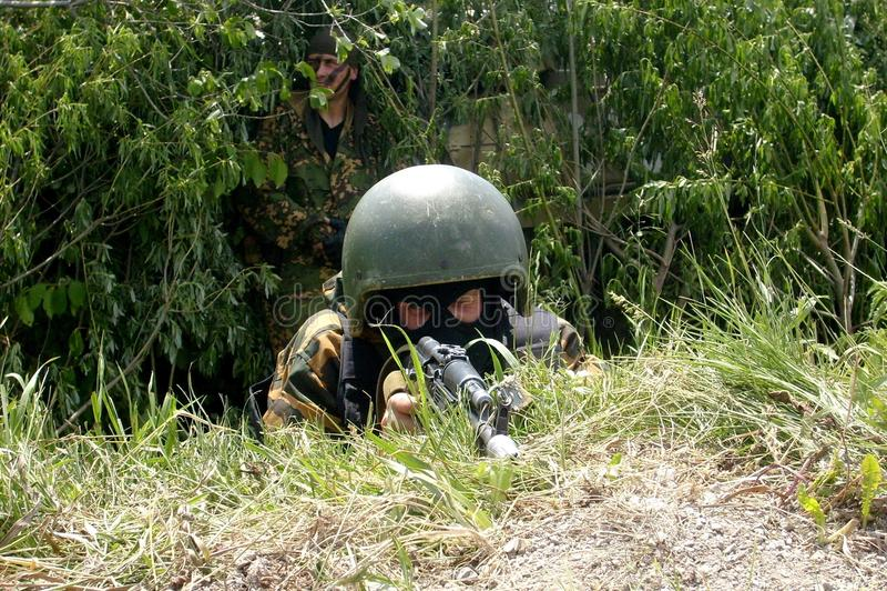 Rosyjski żołnierz, dodatek specjalny gromadzi się na pozyci obrazy royalty free