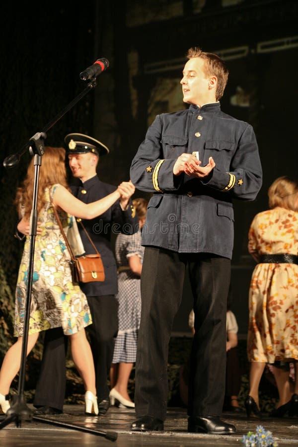 Rosyjski żołnierzy tanczyć Tancerze na zwycięstwo dniu obraz stock
