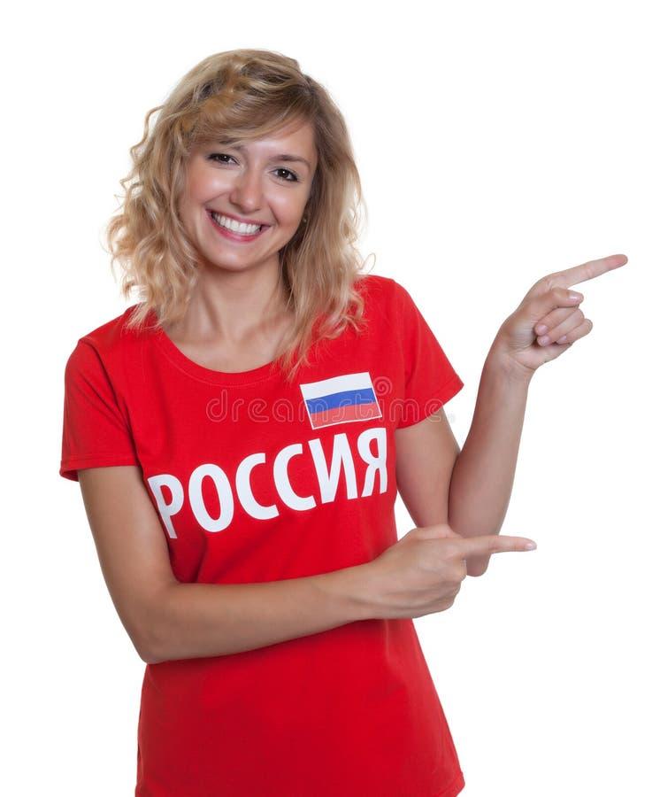 Rosyjski fan piłki nożnej wskazywać z ukosa zdjęcia stock