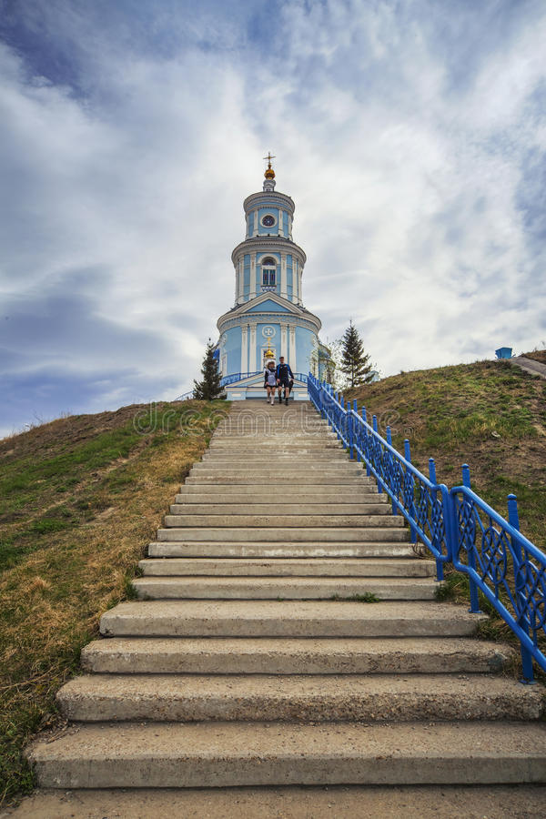 Rosyjski Kościół Prawosławny w prowinci Błękitne kopuły przeciw zdjęcia royalty free