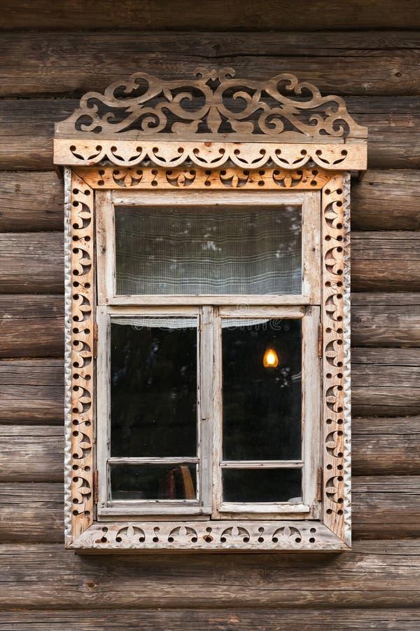Rosyjski okno w rzeźbiącej drewnianej ramie zdjęcie royalty free