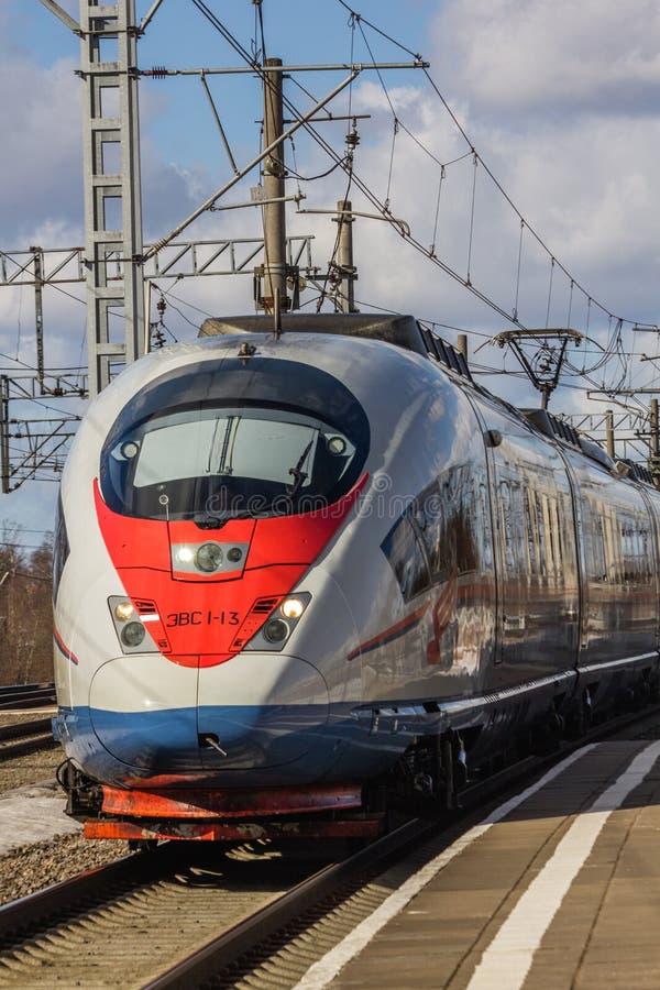 Rosyjski szybkościowy pociąg Sapsan poci?g Rosja Metallostroy Marzec 8, 2019 zdjęcie stock