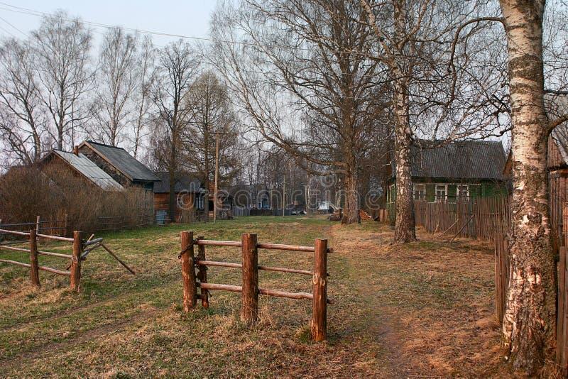 Rosyjski wiejski drewniany hasłowy bramy przejście fotografia stock