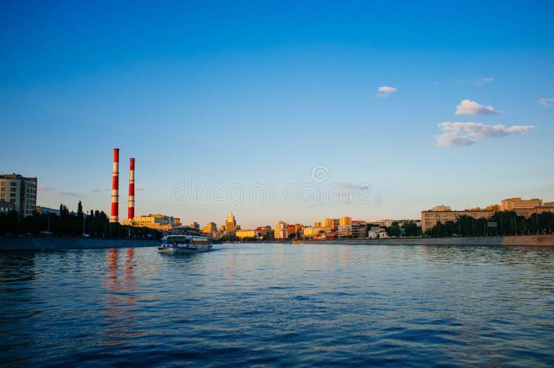 Rosyjskiego kraju ojczystego - Moskwa śródmieście w zmierzchu 3 zdjęcie stock