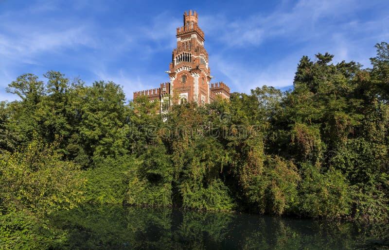 Roszuje przy historycznym przemysłowego miasteczka Crespi d& x27; Adda blisko Bergamo, Lombardy, Włochy fotografia royalty free